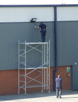 unsafe-working-at-height—mobile-tower-scaffold